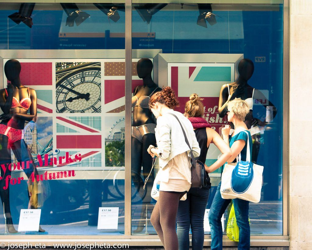 street photograp of women window shopping at Covent Gardin in London