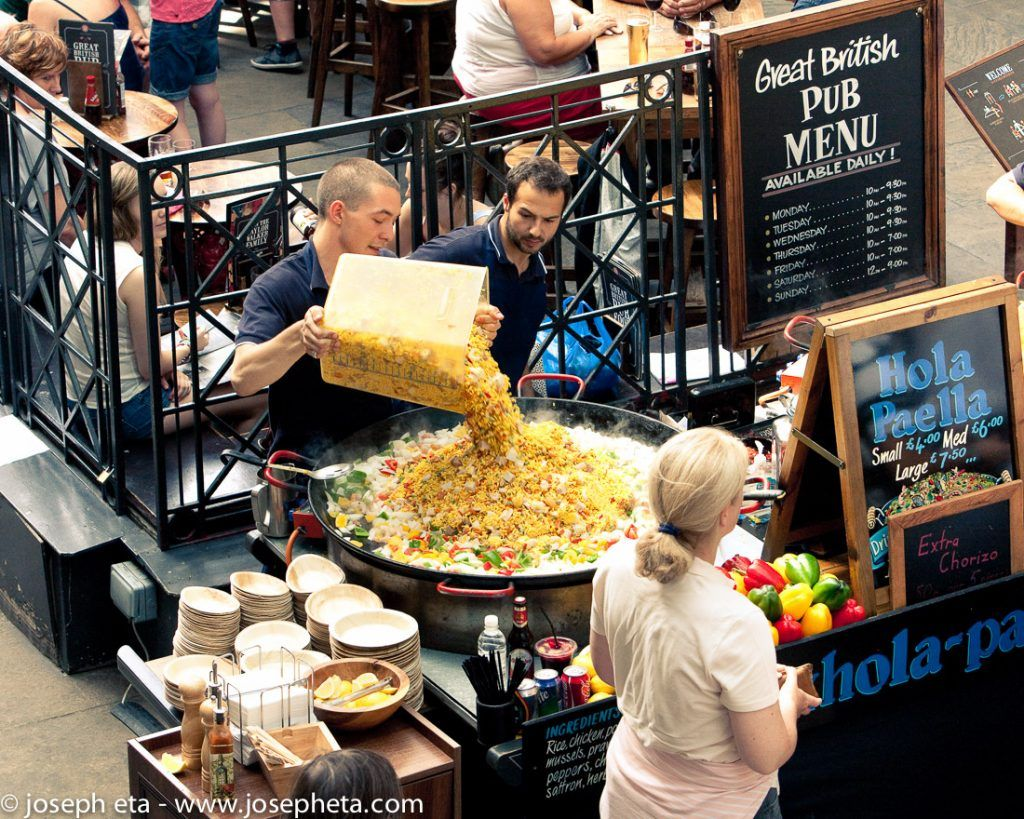 Street photography of a steet food vendor in Covent Garden