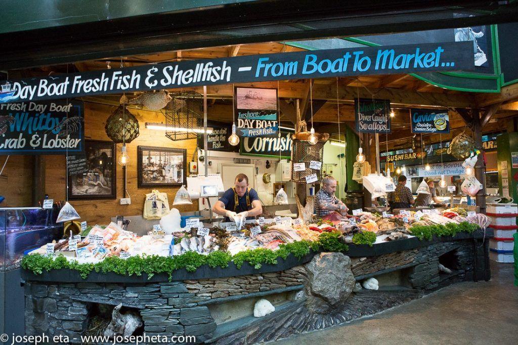A fresh fish monger at th London Borough Market